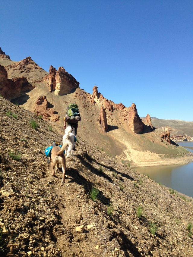 Owyhee Reservoir trail to Echo Rock Hotsprings