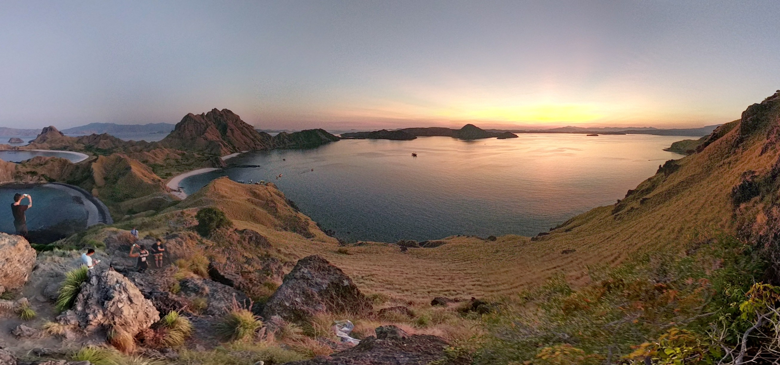 Pulau padar island komodo national park hiking indonesia